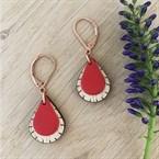 Boucles d'oreilles en bois goutte rouge