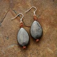 Boucles d'oreille goutte en pyrite